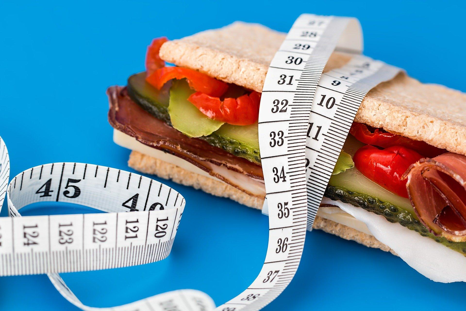 Calculer son besoin calorique et protéique quotidien